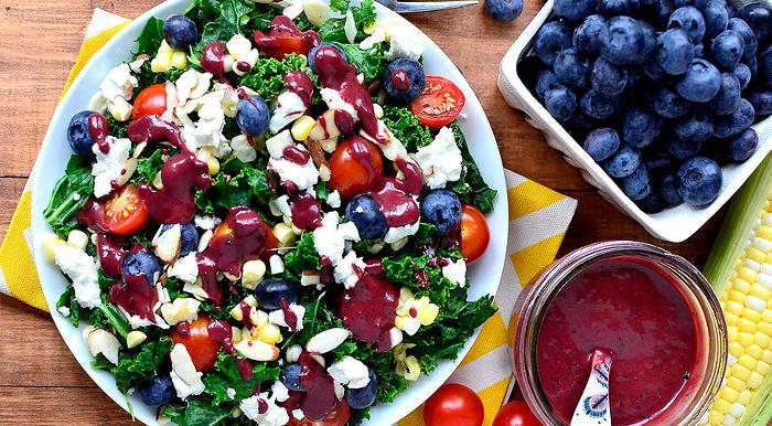 Σαλάτα με λαχανικά και μύρτιλα